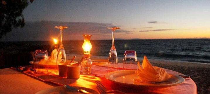 Coucher du soleil et dîner aux flambeaux sur motu privé